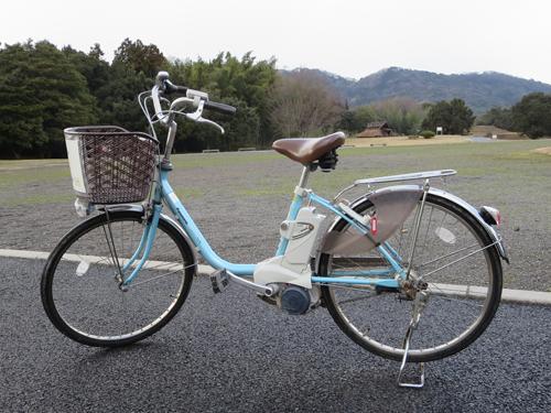 自転車は電動アシスト付きが8台、アシストなしが4台あります。
